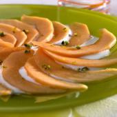 carpaccio-de-melon-yaourt-miel-et-pistache